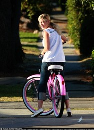 Tori Spelling on Bike