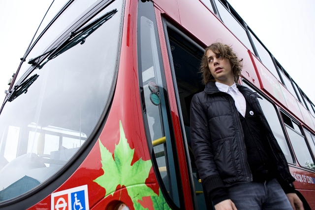 Razorlight's Johnny Borrell with the first Transport for London hybrid bus. Copyright: Balthazar Serreau/Friends of the Earth