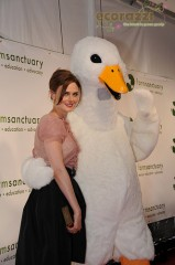 Emily Deschanel and Huey the duck at the 2008 Farm Sanctuary Gala