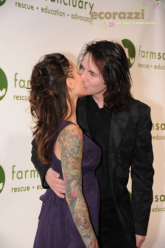 Hal Sparks receives a kiss at the 2008 Farm Sanctuary Gala