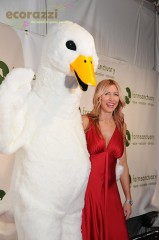 Heather Mills and Huey the duck at the 2008 Farm Sanctuary Gala
