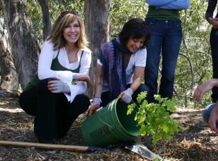 Leeza Gibbons, Marisa Ramirez Tree Planting