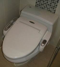 high-tech-toilet