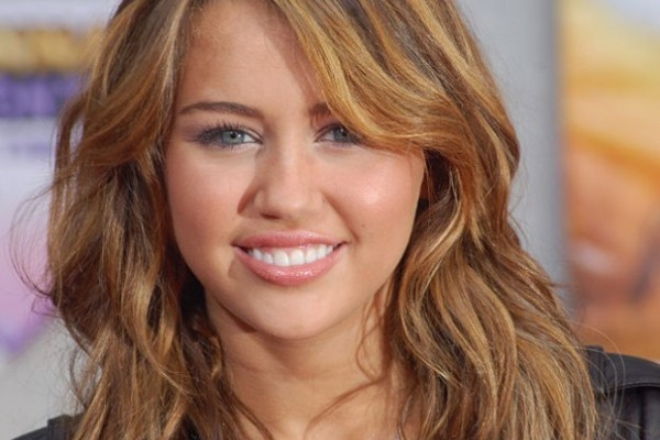 626px-MileyCyrusApr09