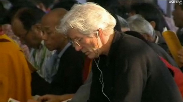 Richard Gere listens to Buddhist teachings, praises Tibetan self-immolators.