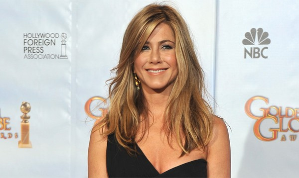 Jennifer Aniston adopts a dog