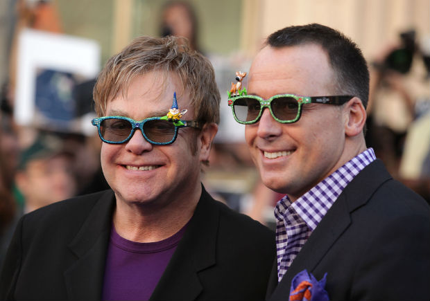 Elton John's Oscar viewing party raises $5.2 million for AIDS Foundation
