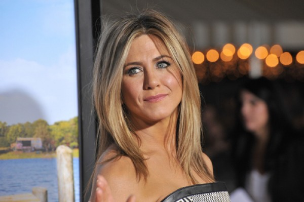 Jennifer Aniston cries while choosing a shelter dog