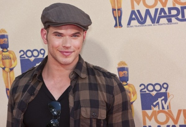 Kellan Lutz asks for donations to PETA for animal rescue van