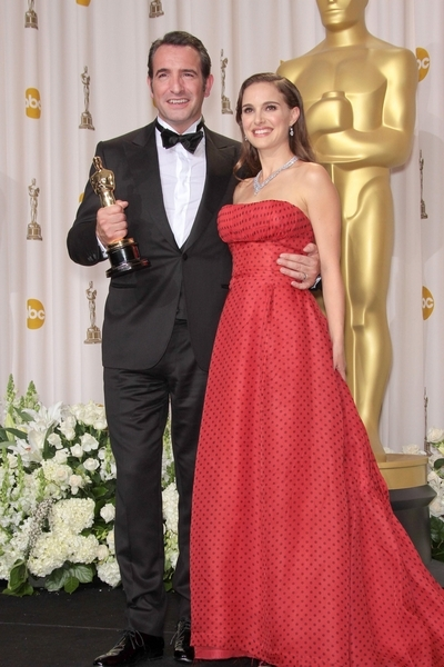 natalie portman with jean dujardin at 2012 oscars