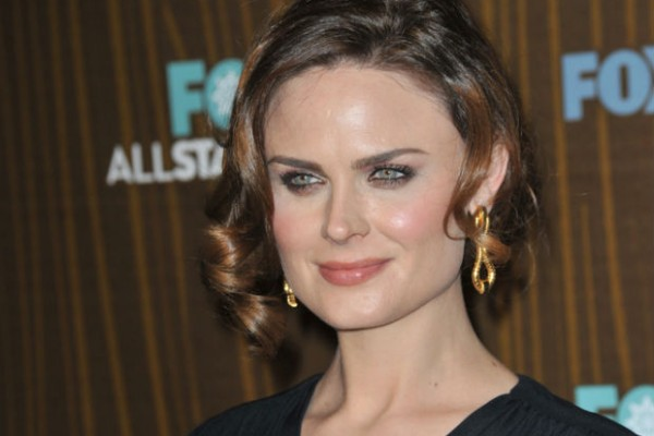 'Bones' actress Emily Deschanel honored for farmed animal work by Mercy for Animals