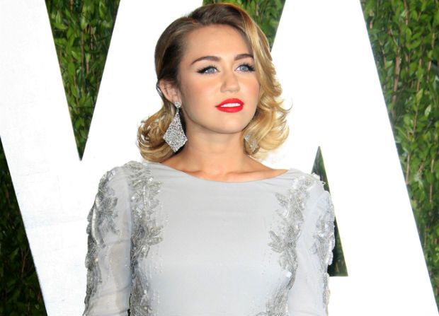Miley Cyrus receives gluten free vegan cookbook from PETA and disputes anorexic accusations