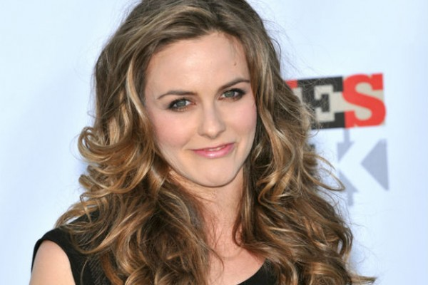 Alicia Silverstone discusses new organic Juice Beauty cosmetic line with Entertainment Tonight