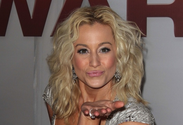 Kellie Pickler worked at a Tennessee elephant refuge for the show Day Jobs.