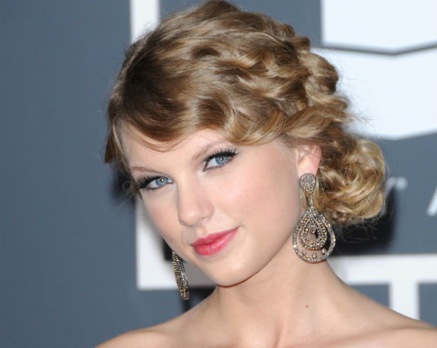 Taylor Swift donates $4 million to the Country Music Hall of Fame for music education