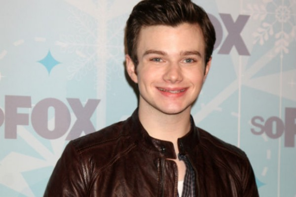 Chris Colfer rescues beached stingray