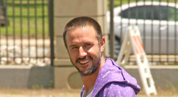 David Arquette joins ecomom to donate Plum Organics baby food in the Bronx