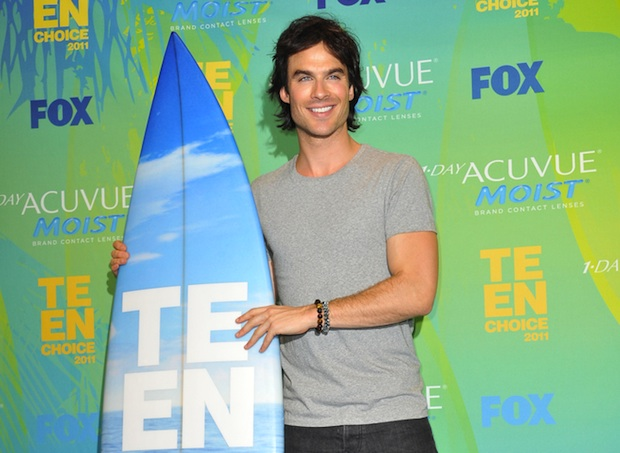 Ian Somerhalder tweeted his support for pet adoption on the way to the 2012 Teen Choice Awards.