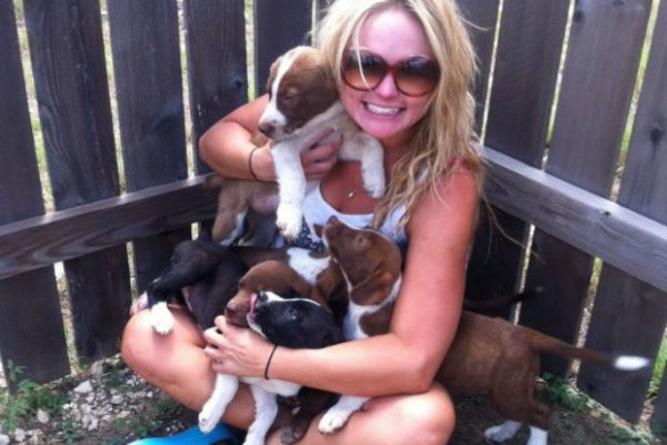 Miranda Lambert rescues six puppies and finds each one a home