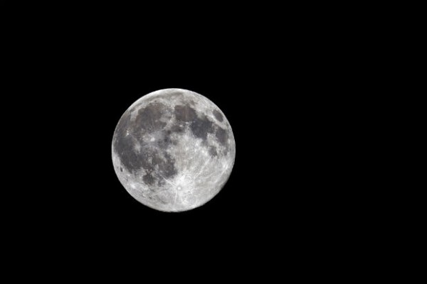 Blue moon to appear tomorrow night and broadcasted live in honor of Neil Armstrong