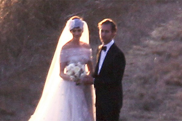 anne hathaway's wedding day