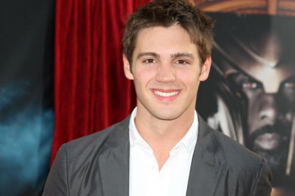 'The Vampire Diaries' actor Steven McQueen boasts about catching and releasing sharks on Twitter