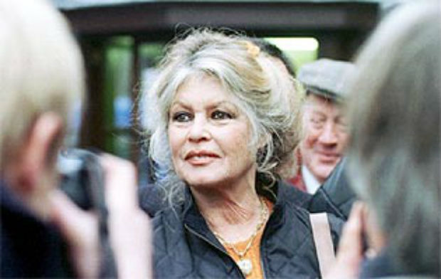 Brigitte Bardot threatens to leave France and seek exile in Russia if two elephants are killed