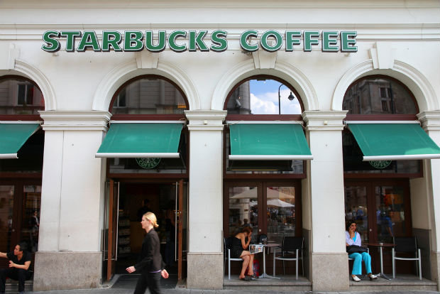 Starbucks reduces trash and benefits planet with $1 resuable plastic mug