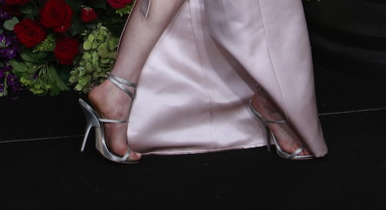 anne hathaway vegan shoes oscars