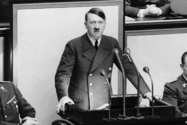 A former food taster for Adolf Hitler confirms that the Nazi leader followed a vegetarian diet.