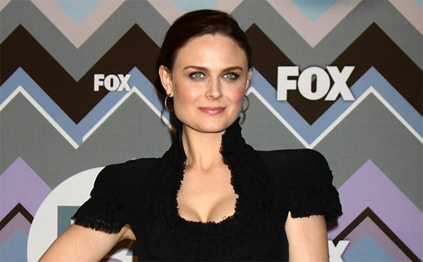 emily deschanel narrates new HSUS video