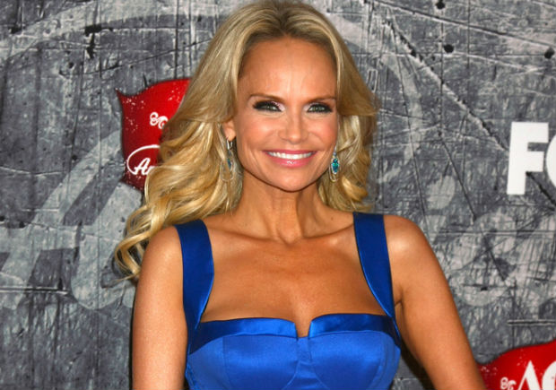 Kristin Chenoweth raises money for animal charity by eating sea urchin