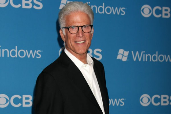 Ted Danson petitioning President Obama to save thousands of whales and dolphins in Atlantic
