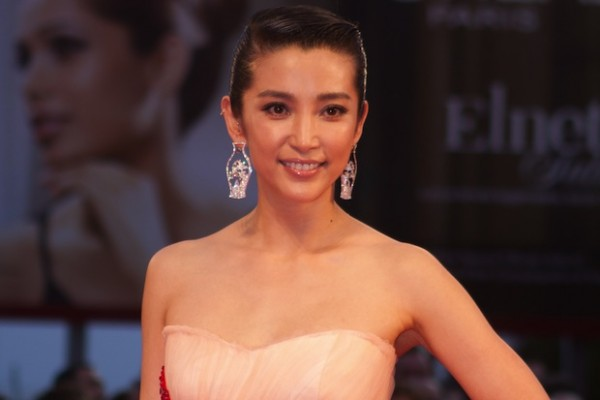 Chinese actress Li Bingbing has joined a campaign to fight the ivory and horn trade.
