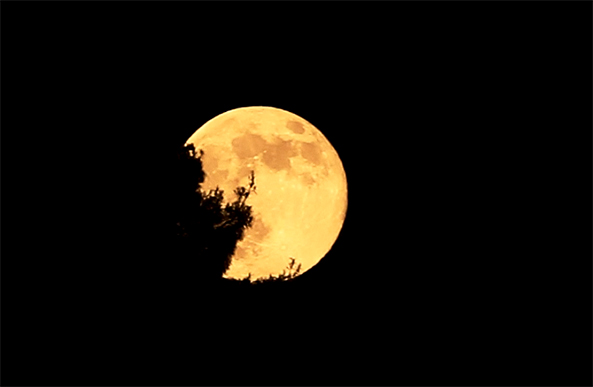 On Sunday September 27, a rare supermoon lunar eclipse is occurring for the first time in 33 years.