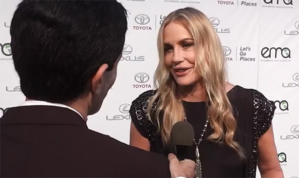 Actress Daryl Hannah gives Ecorazzi the scoop on fossil fuels and veganism at the Environmental Media Awards