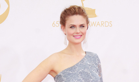 Emily Deschanel sends tweet drawing attention to cruel wool industry