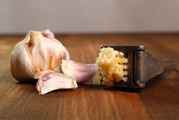 crushed garlic