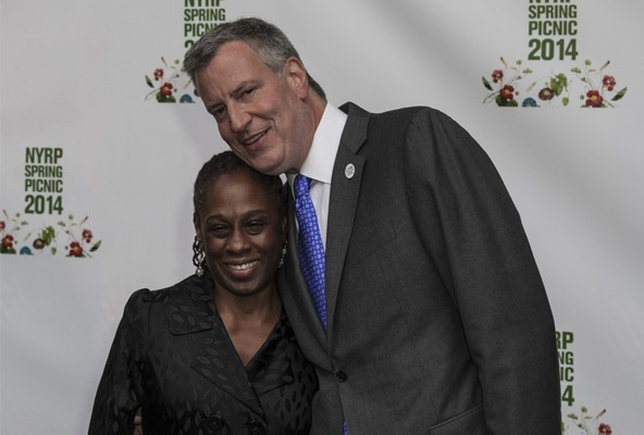 New York City Mayor Bill de Blasio and his family promote municipal composting through a video