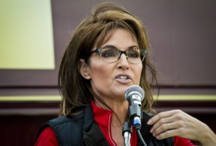 Former Alaska governor Sarah Palin is back in the spotlight over a photograph she posted on Facebook of her son stepping on the pet dog.