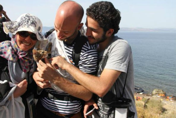 Syrian refugee refuses to leave his kitten behind